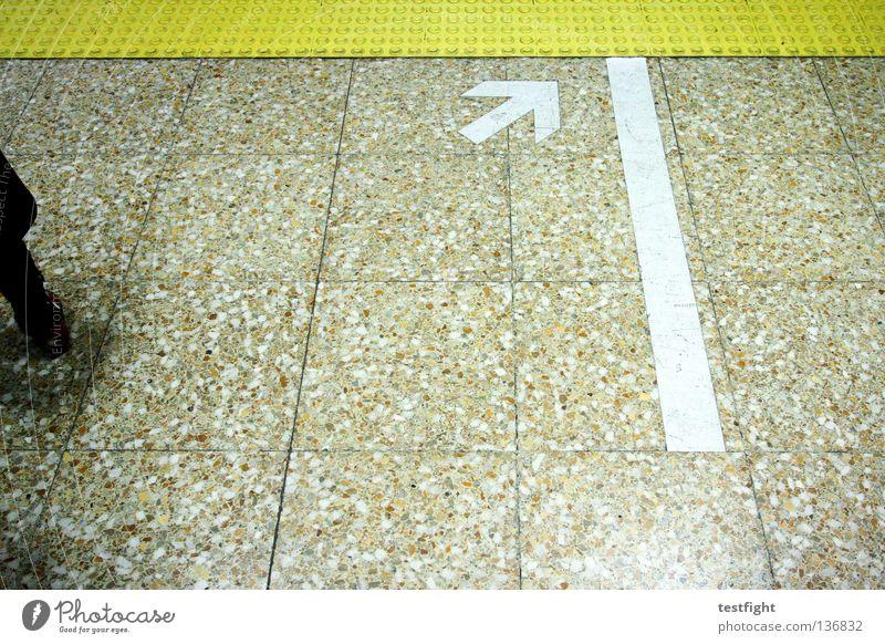 pfeil U-Bahn Stadt Bewegung fließen London Underground Bahnhof stehen warten Bodenbelag Pfeil Schilder & Markierungen Grafik u. Illustration graphic Linie