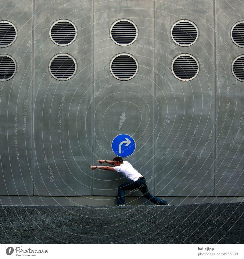 richtungskorrektur Navigation Marketing Richtung Orientierung Stimme Verkehr rechts links finden Suche Stadt Tourist Mann Humor Symbole & Metaphern Beton Wand