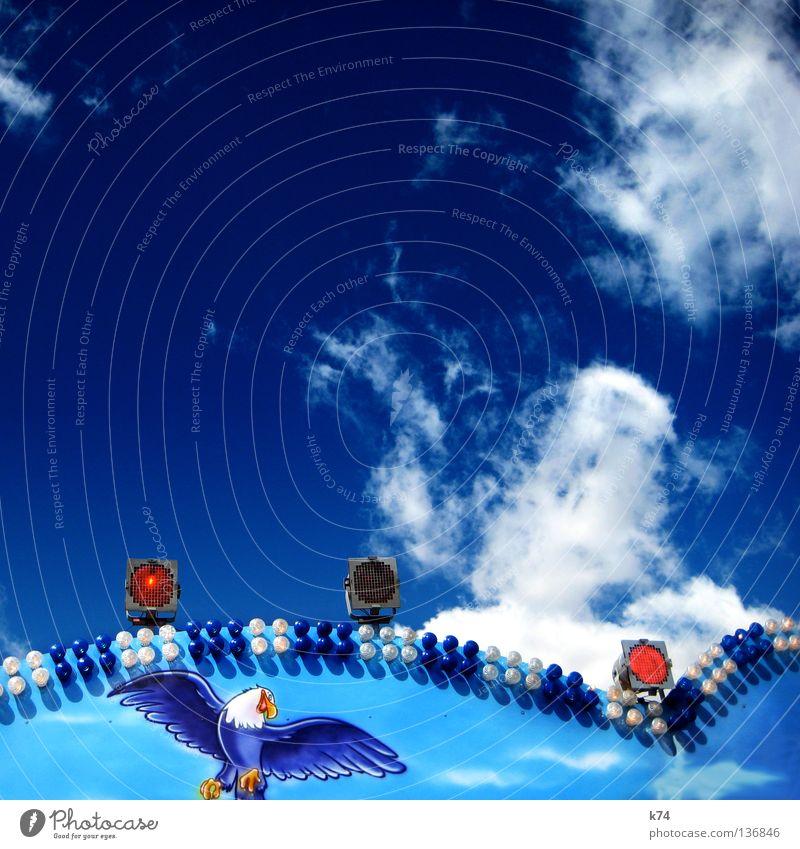 ADLER Himmel blau rot Freude Wolken Spielen Beleuchtung Vogel fliegen frei Erfolg Macht Flügel Grenze Jahrmarkt gefangen