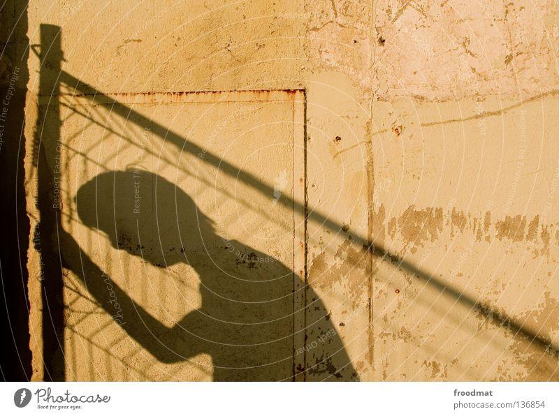 ausgang Jugendliche Erholung Freude Wand Traurigkeit Mauer springen Zufriedenheit frei elegant Aktion ästhetisch verrückt Vergänglichkeit Coolness Trauer