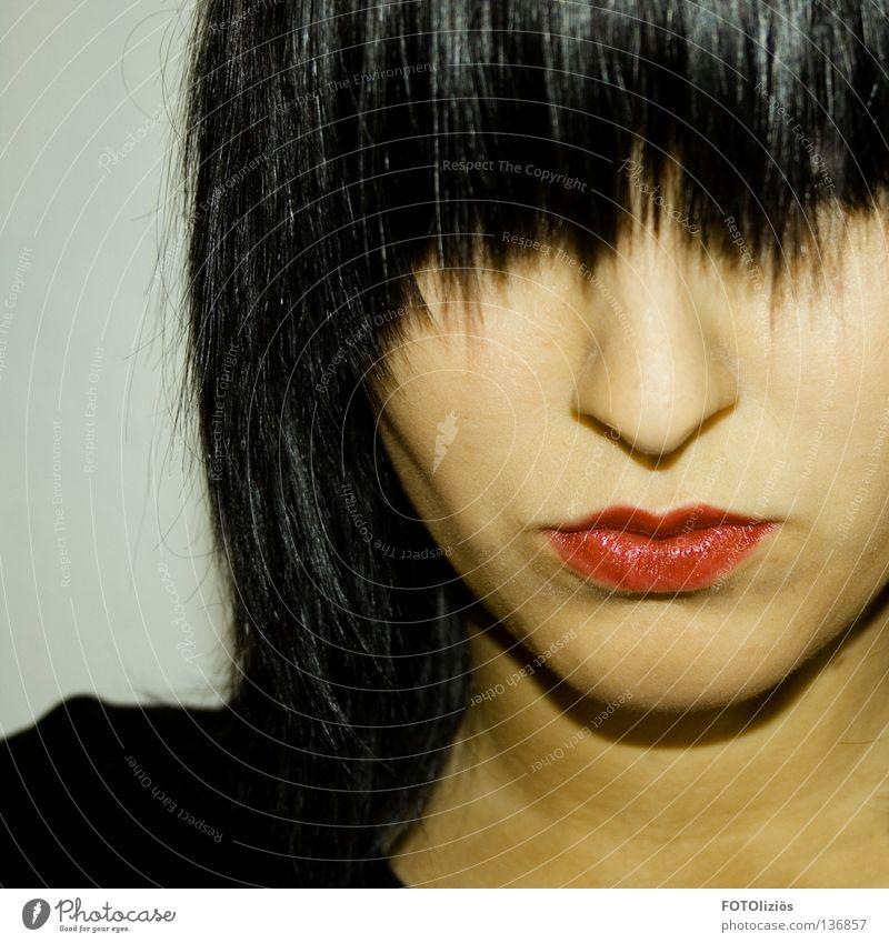 Ich schön Haare & Frisuren Gesicht Schminke Lippenstift ruhig Frau Erwachsene Kopf Nase Mund rot schwarz Trauer Verzweiflung Selbstportrait Zickzack Haarsträhne