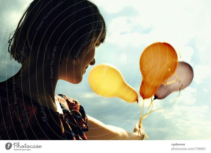 Fliegen lassen Mensch Frau Himmel Sommer rot Blume Wolken Freude Gefühle Spielen lachen Stil Freiheit Stimmung Hintergrundbild Party