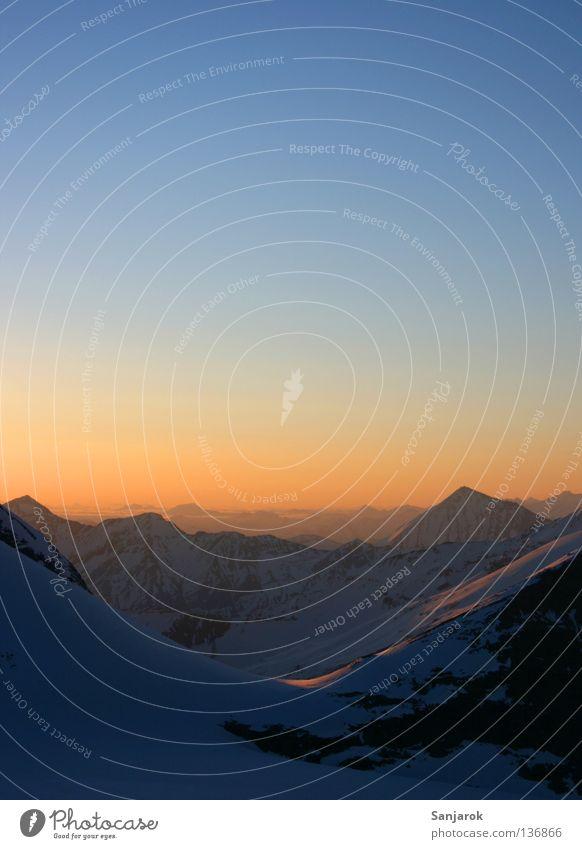 Morgendstund'... Himmel blau Ferne Berge u. Gebirge Freiheit Stimmung gold Hoffnung Aussicht Frieden Alpen Gipfel Österreich Fernweh Abenddämmerung Verlauf