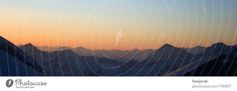 Morgenstund II blau Ferne Berge u. Gebirge Freiheit Stimmung gold Hoffnung Aussicht Frieden Alpen Gipfel Morgen Sonnenaufgang Österreich Fernweh Abenddämmerung