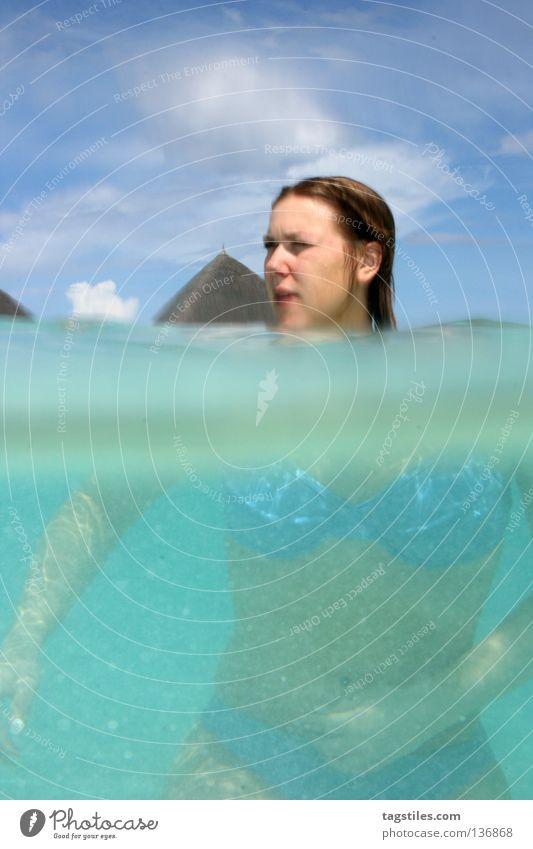 TRANSFORMER Split Lichtbrechung Frau Malediven Ferien & Urlaub & Reisen Sommer tauchen Schnorcheln Bikini unten Strand Indien Meer Wasseroberfläche Asien size