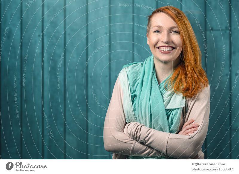 Mensch Frau Jugendliche ruhig 18-30 Jahre Gesicht Erwachsene Glück Haare & Frisuren Dekoration & Verzierung modern Textfreiraum Erfolg stehen Fröhlichkeit Arme