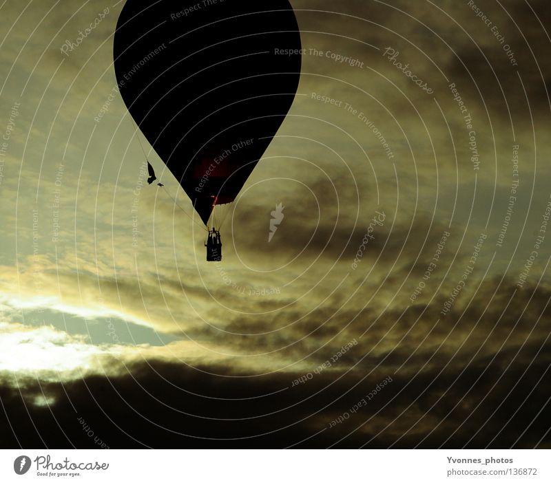 Frei|heit Ballone Stimmung Sommer dunkel schwarz gelb weiß Wolken frei über den Wolken Luft Veranstaltung Ereignisse Rundfahrt fahren Pilot aufsteigen Beginn