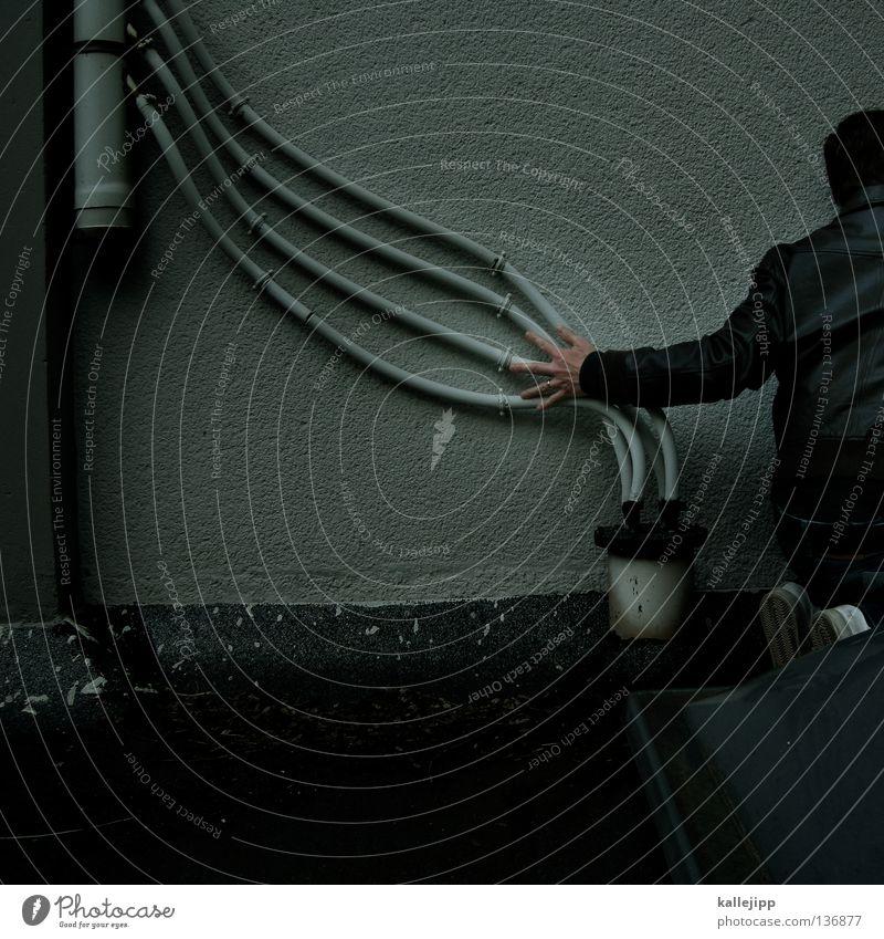 struwwelpeter Mensch Mann Gefühle Architektur Finger groß Wachstum Lifestyle Elektrizität Macht Dach Netz gruselig Verbindung verstecken Flucht