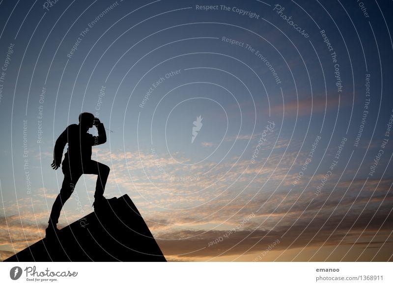 Ausblick Ferien & Urlaub & Reisen Tourismus Abenteuer Ferne Freiheit Mensch Junger Mann Jugendliche Erwachsene Körper 1 Landschaft Himmel Gipfel Haus Dach Blick