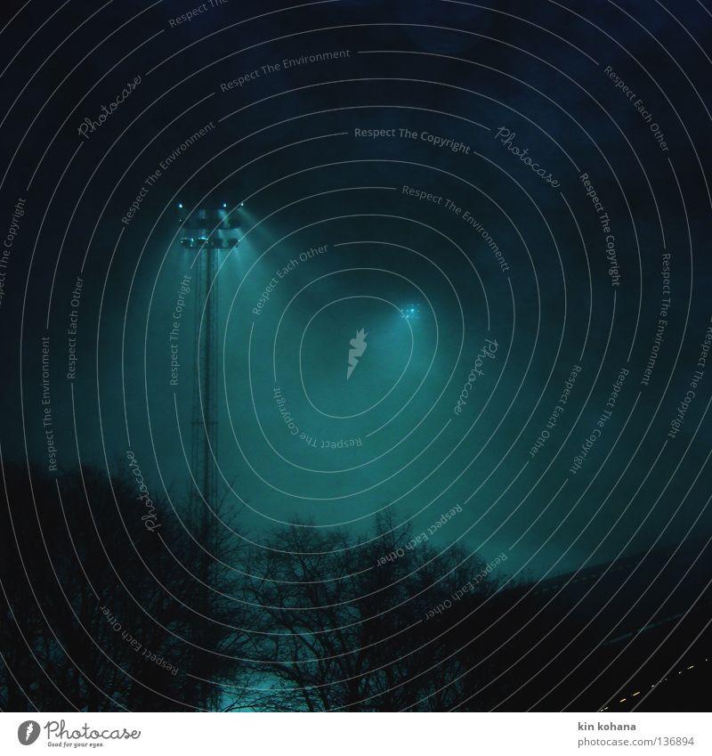 flutlicht _ 01 Abend Nacht Licht Schatten Lichterscheinung Spielen Winter Lampe Stadion Himmel Herbst Nebel Regen Wald dunkel kalt nass Vergänglichkeit