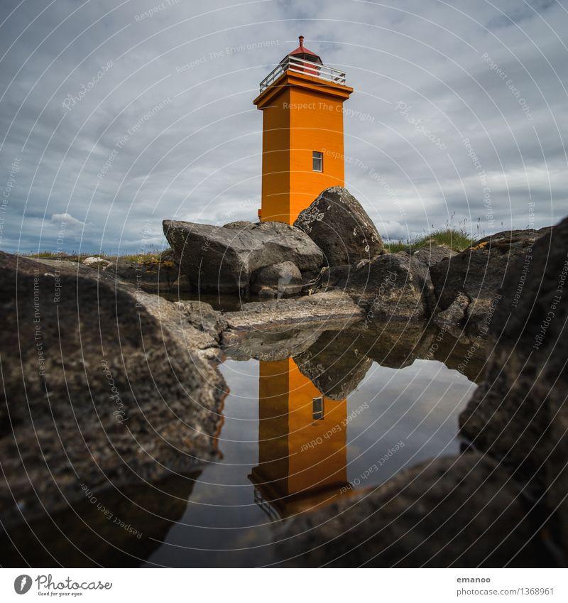 Leuchtturm Himmel Ferien & Urlaub & Reisen Wasser Haus Ferne Fenster Küste Felsen orange Tourismus hoch Turm Dorf Schifffahrt Sehenswürdigkeit Island
