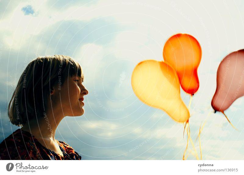 Ein Windhauch Mensch Frau Himmel Sommer rot Blume Wolken Freude Gefühle Spielen lachen Stil Freiheit Stimmung Hintergrundbild Party