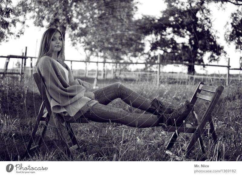 mädschen vom lande Mensch Frau Natur Jugendliche Baum Landschaft Erholung ruhig 18-30 Jahre Erwachsene Wiese Lifestyle natürlich Gras feminin Idylle