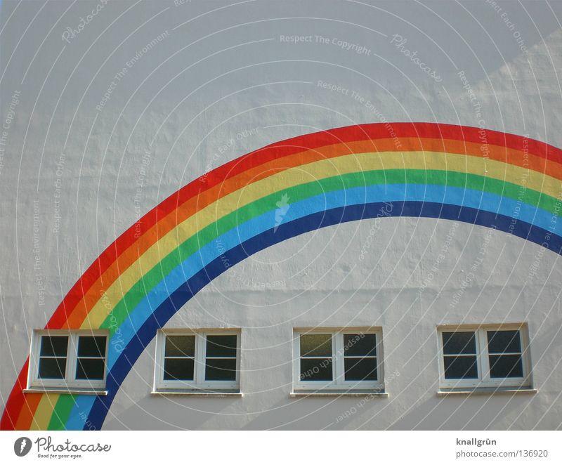 Wohnen unterm Regenbogen Spektralfarbe mehrfarbig Fenster nebeneinander Fassade Haus Dachgiebel beige Fensterkreuz unbeständig Graffiti Wandmalereien Freude