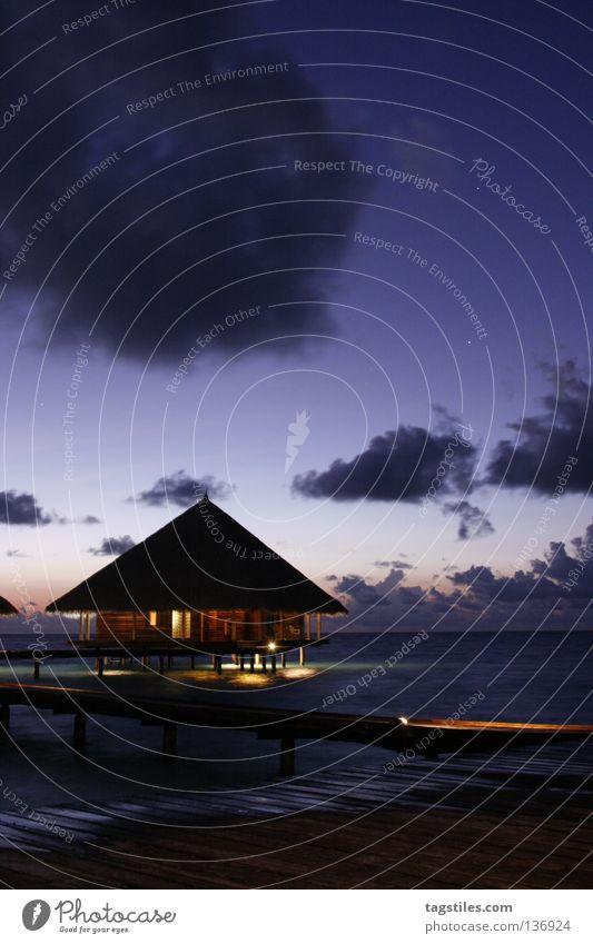 GUTE NACHT - MALDIVIAN WAY Wasser schön Meer blau Sommer Strand Ferien & Urlaub & Reisen Haus Wolken dunkel Erholung oben träumen Beleuchtung schlafen