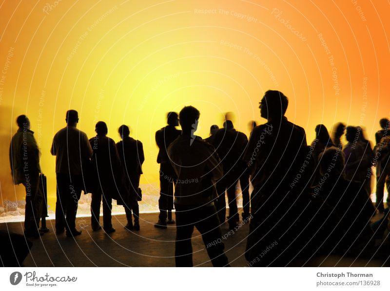 Staring At The Sun Mensch Frau Feste & Feiern Mann Veranstaltung Schatten rot Sonne schwarz gelb dunkel sprechen Menschengruppe Party Beruf Beleuchtung