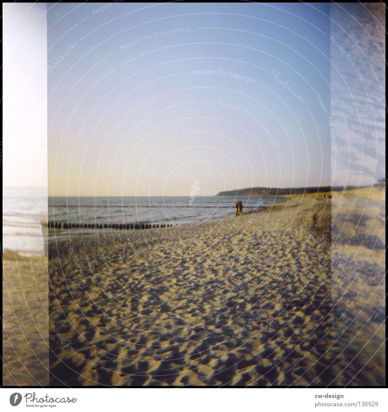 hOlGa | to catch some sun Holga mehrfarbig Deich Küste Gras Schilfrohr Hiddensee Sommer Wellen Strand schwarz Am Rand Gischt Anlegestelle Mole Luft Horizont