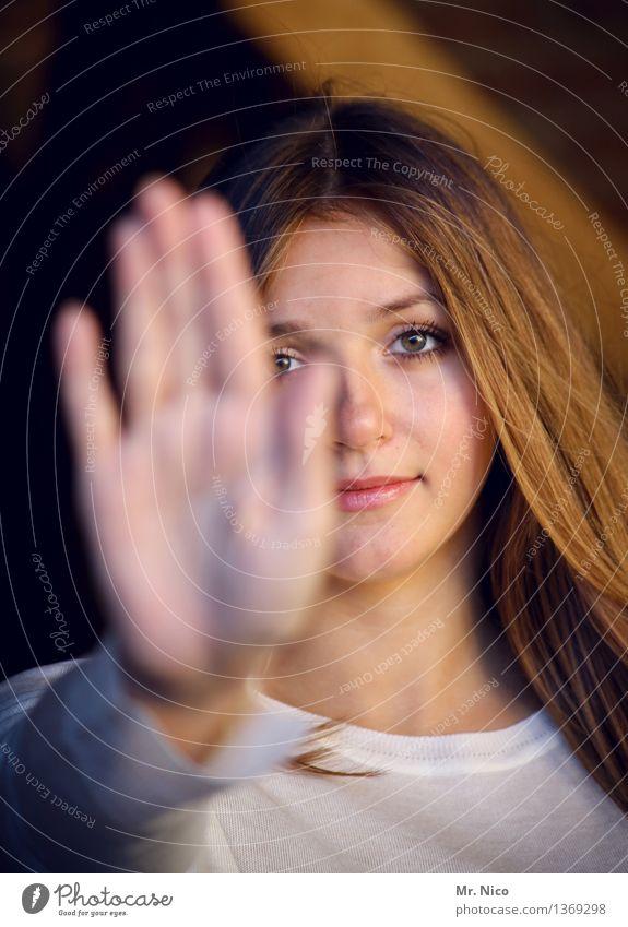 no foto please Mensch Frau Jugendliche schön Hand Erholung ruhig 18-30 Jahre Gesicht Erwachsene Auge Lifestyle feminin Haare & Frisuren Kopf Angst