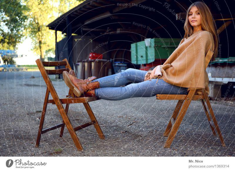mädschen vom lande Mensch Jugendliche schön Erholung ruhig 18-30 Jahre Erwachsene natürlich feminin Zufriedenheit Idylle sitzen authentisch warten