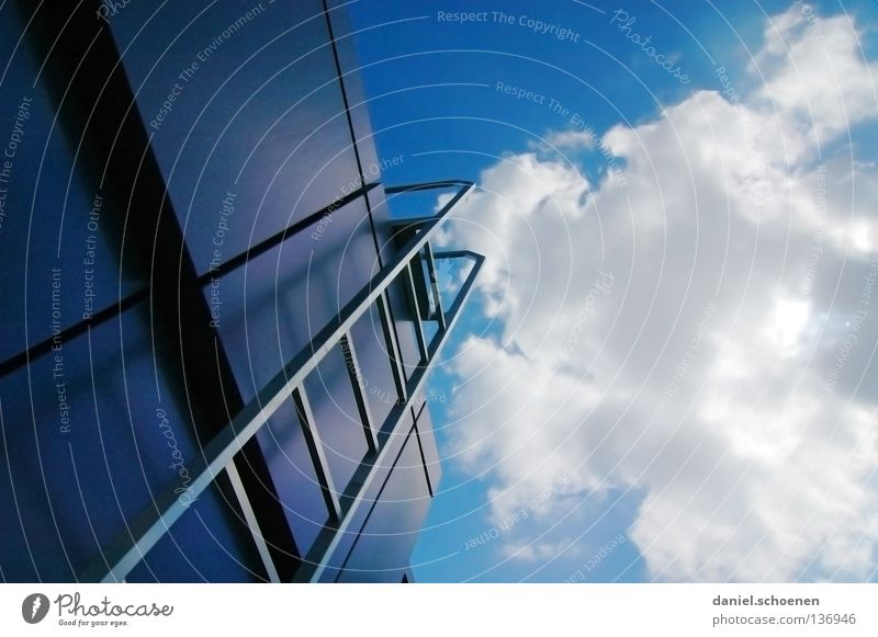 Karriereleiter 3 Himmel weiß Sonne blau Sommer Wolken Metall Wetter Perspektive Treppe Dach Sportveranstaltung Leiter Karriere
