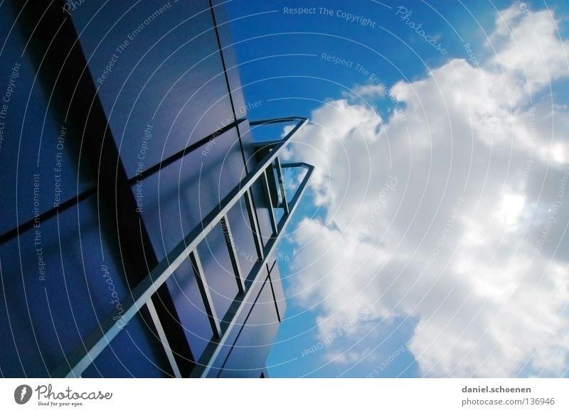 Karriereleiter 3 Wolken aufsteigen Sommer Sonne abstrakt weiß zyan Dach Detailaufnahme Sportveranstaltung Konkurrenz Himmel Treppe Leiter Wetter blau Metall