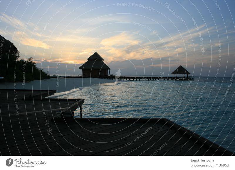 GUTEN MORGEN - MALDIVIAN WAY Sonnenaufgang Malediven Haus Indien Meer Steg Wasser Wolken Ferien & Urlaub & Reisen Sommer Freizeit & Hobby Erholung heiß