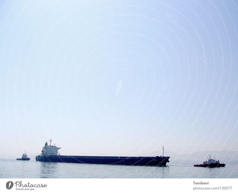 Tanker Wasserfahrzeug lang Navigation Schifffahrt Handel führen David und Goliath Spanien Frachter Koloss Kraft Industrie Erdöl Öltanker leer Himmel Kahn Hafen