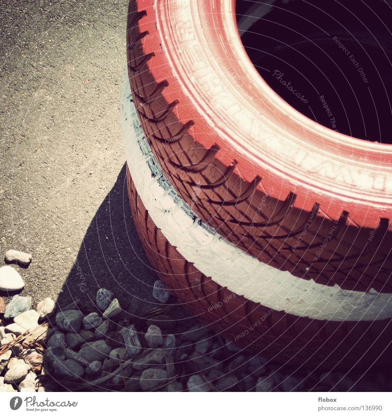 Zielgerade... weiß rot Stein Mauer PKW Schilder & Markierungen Energiewirtschaft Beginn Geschwindigkeit gefährlich Bodenbelag Sicherheit bedrohlich Industrie rund Ziel