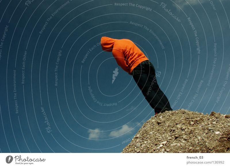 noch schiefer Mensch Kapuze Pullover Jacke weiß See Denken Zwerg gesichtslos maskulin unerkannt Kapuzenpullover Hand zyan Wolken leer schlechtes Wetter