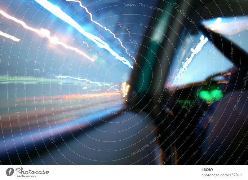 Warp blau weiß grün Leben PKW hell Geschwindigkeit Unendlichkeit Tunnel Surrealismus Neonlicht Euphorie KFZ Tachometer Zeitreise