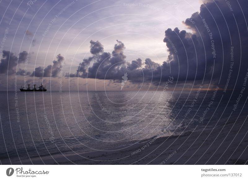 SIZE MATTERS Wasser Himmel Sonne Meer Sommer Strand Ferien & Urlaub & Reisen Wolken Spielen Wasserfahrzeug Insel Tourismus Güterverkehr & Logistik violett Asien