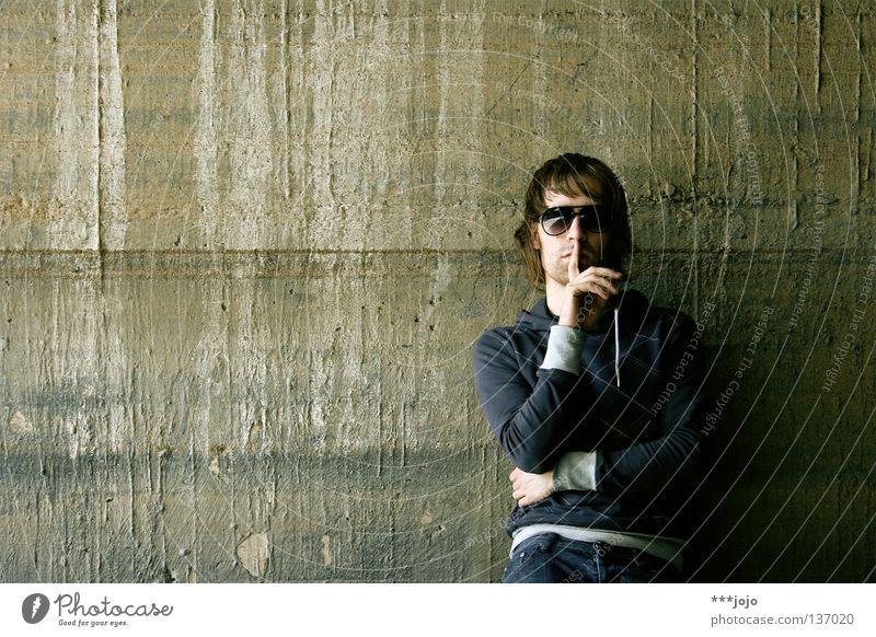 pssst. Mann Jugendliche alt ruhig Wand Mauer dreckig Beton Coolness Brille Streifen verfallen Typ Sonnenbrille Selbstportrait