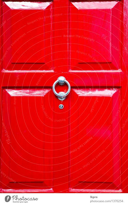 Tür rostiger Messingnagel und -licht Stadt alt rot Haus Architektur Stil Gebäude Kunst Metall Design Dekoration & Verzierung retro Kultur Tradition Geborgenheit