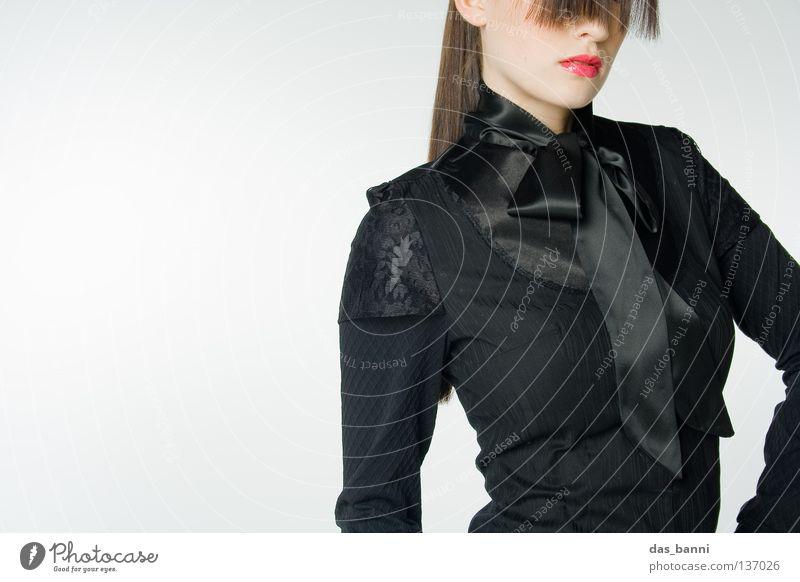 das_banni meets fashion Lifestyle schwarz fein Stil Porträt Model Frau außergewöhnlich stehen Haare & Frisuren schick Design weiß grau rot glänzend kalt Hochmut