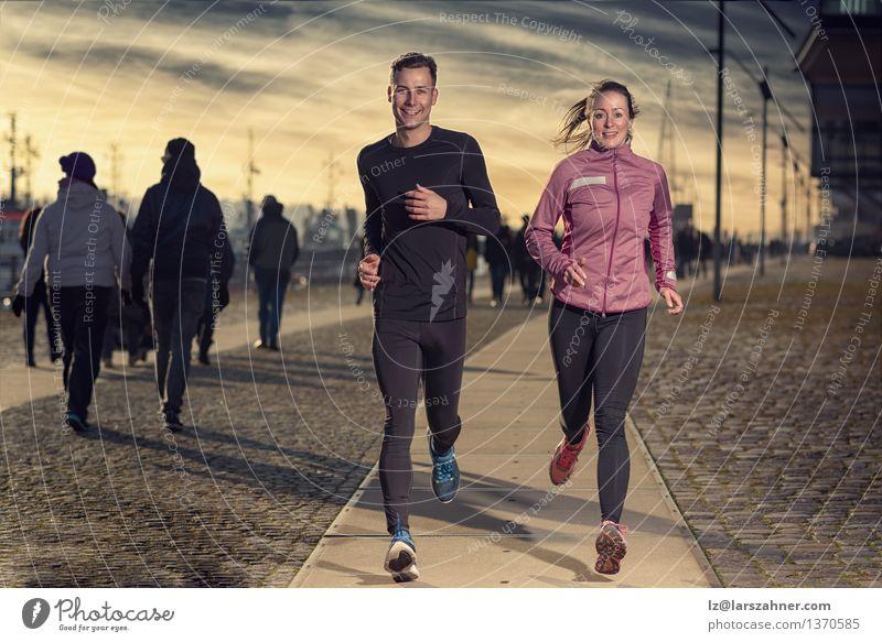 Mensch Frau Jugendliche Mann 18-30 Jahre Gesicht Erwachsene Straße Sport Lifestyle Paar Zusammensein Aktion Erfolg Energie Fitness