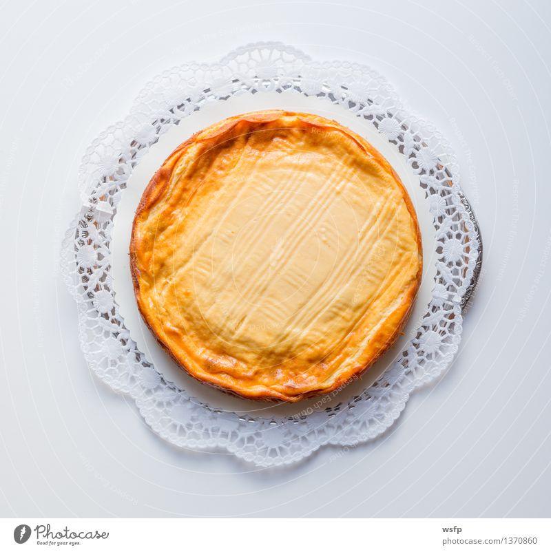 Käsekuchen auf weißem Hintergrund mit Tortenspitze Kochen & Garen & Backen Kuchen Dessert Backwaren rustikal Landhaus