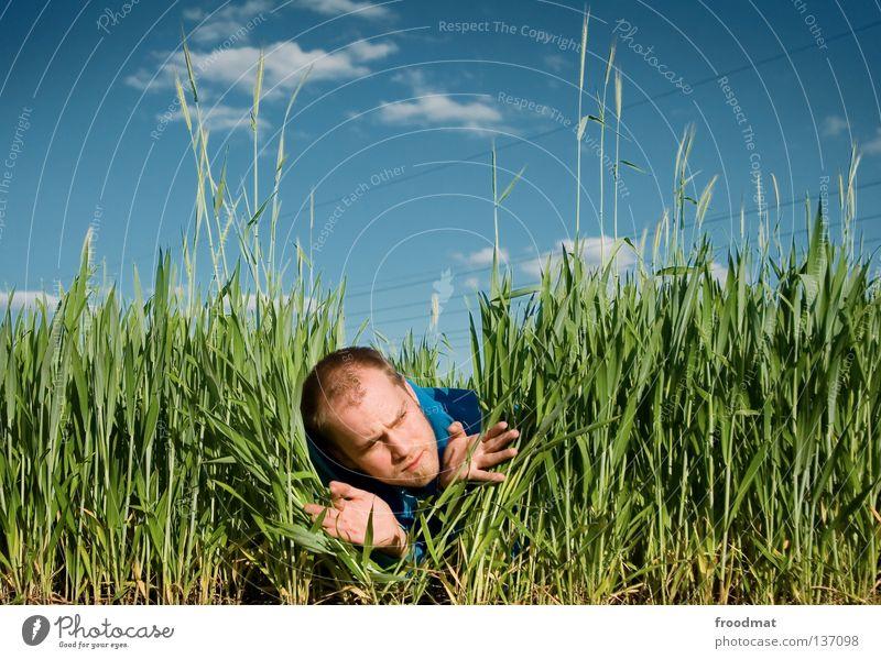 fotosafari Feld Jäger finden Blick Hongkong Wolken Hand Wiese unrasiert Bart lustig Humor Suche Fotograf Fotografieren Waldmensch skeptisch Orientierung saftig
