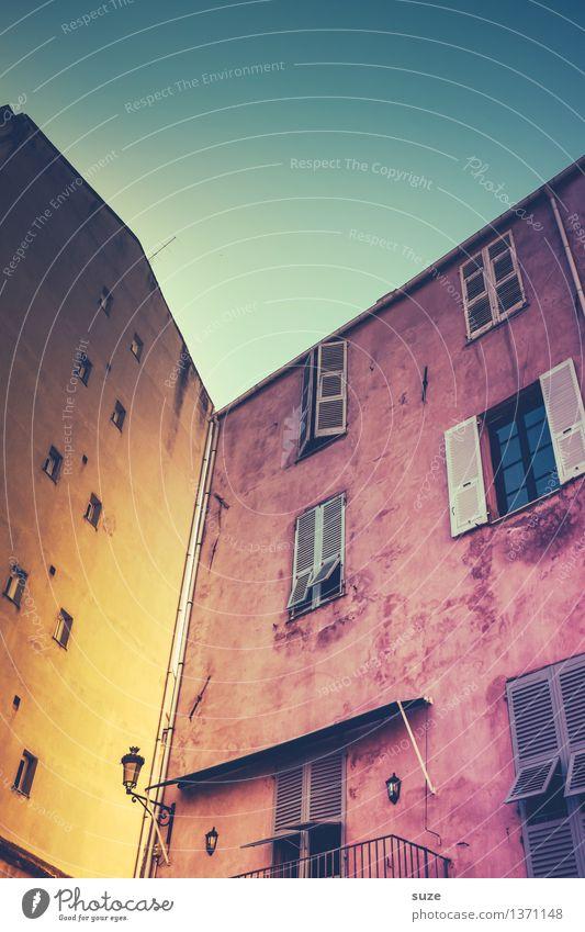 Spielecke Himmel Ferien & Urlaub & Reisen Stadt alt Sommer Haus Fenster Reisefotografie gelb Wärme außergewöhnlich Fassade rosa Europa Ecke einzigartig