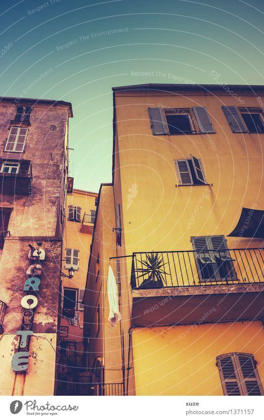 Südseite Himmel Ferien & Urlaub & Reisen Stadt alt Sommer Haus Fenster Reisefotografie Wärme gelb außergewöhnlich Fassade offen Kultur einzigartig malerisch