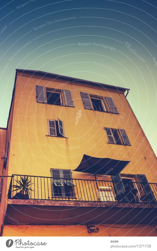 Sommerhaus Himmel Ferien & Urlaub & Reisen Stadt alt Haus Fenster Reisefotografie gelb Wärme außergewöhnlich Fassade offen Europa einzigartig Kultur