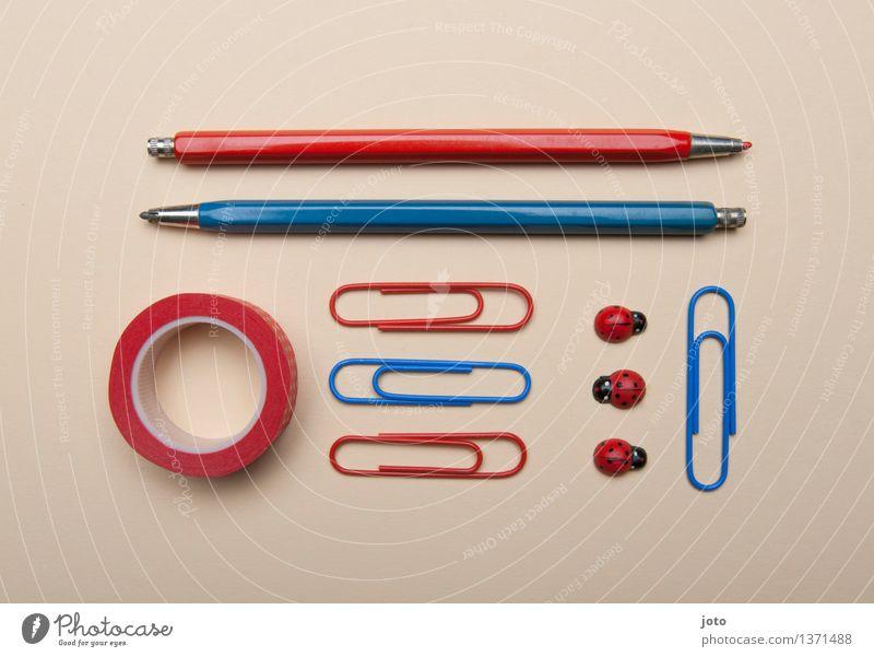 rot zu blau - Super Stilllife Schule Business Büro Ordnung Dekoration & Verzierung lernen Studium Bildung Karriere Schreibtisch Sammlung Kindergarten