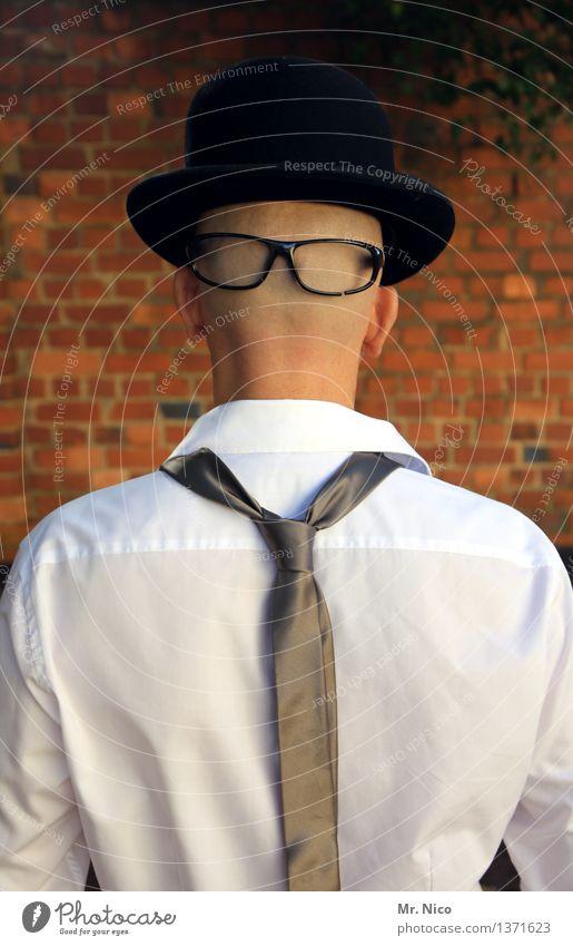 vorne wie hinten Lifestyle Stil maskulin Mann Erwachsene Kopf Mauer Wand Hemd Krawatte Brille Hut Glatze Identität unerkannt Maske Melone frech gesichtslos