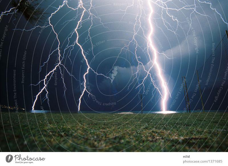 BOOOOOM Umwelt Natur Himmel Sommer Wetter schlechtes Wetter Unwetter Sturm Gewitter Küste Aggression bedrohlich eckig fantastisch hell nah blau Gefühle Angst