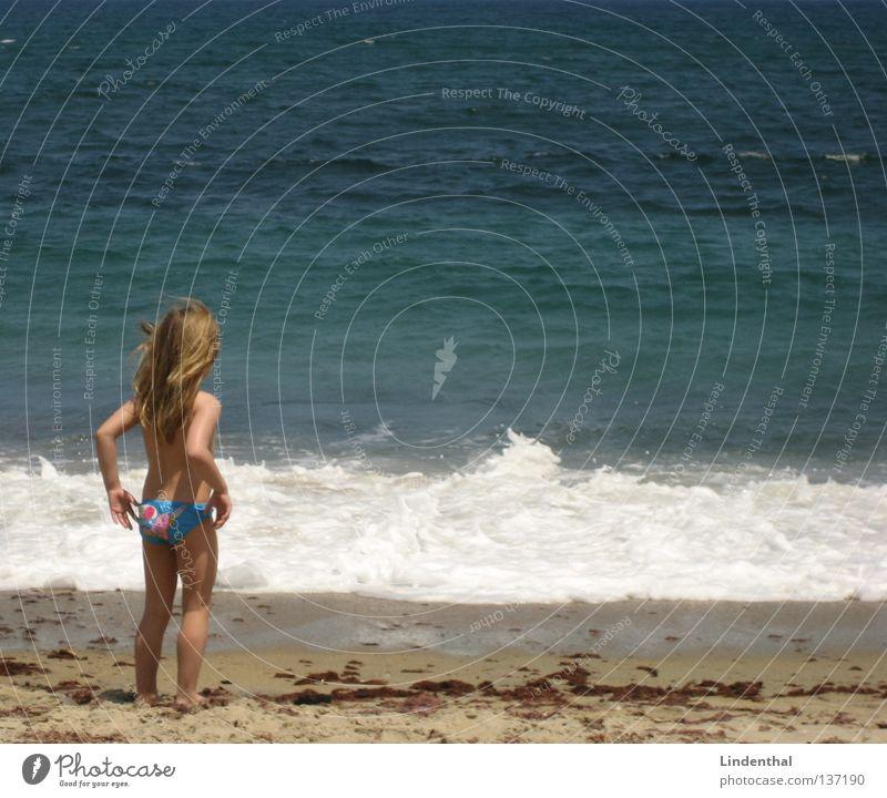 Fantastic Sea V Kind Mädchen Meer Perspektive Schaum Klippe Begeisterung hocken staunen