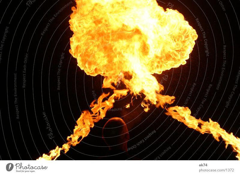 And Fire in the Sky dunkel Nacht schwarz Freizeit & Hobby Brand Flamme Feuerspucken