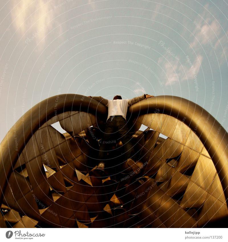 butterfly Mensch Mann Architektur klein Metall Beine Schuhe Raum gold Fassade fliegen modern Lifestyle Flügel Bekleidung Brunnen