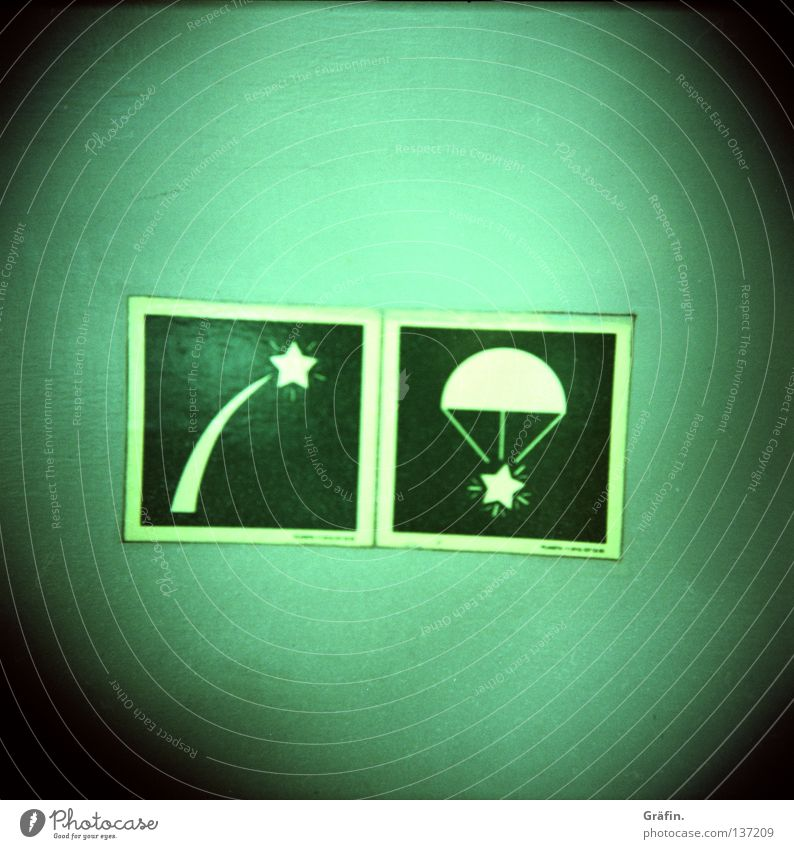 Sternraketen grün Wasserfahrzeug Sicherheit Hinweisschild Schifffahrt Lautsprecher Kiste Piktogramm maritim Fallschirm Segelschiff Leuchtreklame Sternschnuppe