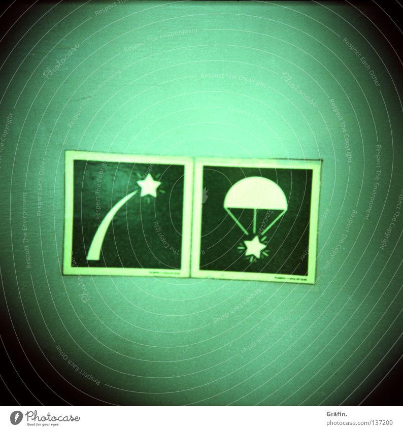 Sternraketen grün Wasserfahrzeug Sicherheit Hinweisschild Schifffahrt Lautsprecher Kiste Piktogramm maritim Fallschirm Segelschiff Leuchtreklame Sternschnuppe Beschriftung Symbole & Metaphern