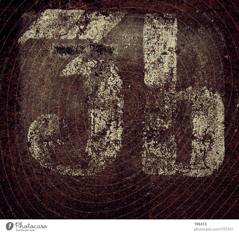 3b alt Farbe Wand Schriftzeichen Buchstaben Ziffern & Zahlen fallen Zeichen Teilung Typographie Gesichtsausdruck altehrwürdig Schulklasse gestalten Medaille