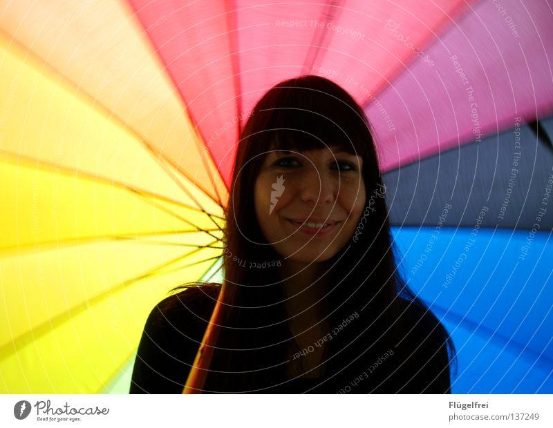 Summer inside you Frau Farbe Freude Erwachsene Gefühle lachen Bewegung Beleuchtung Stimmung Wetter festhalten Lebensfreude Regenschirm drehen Dynamik grinsen